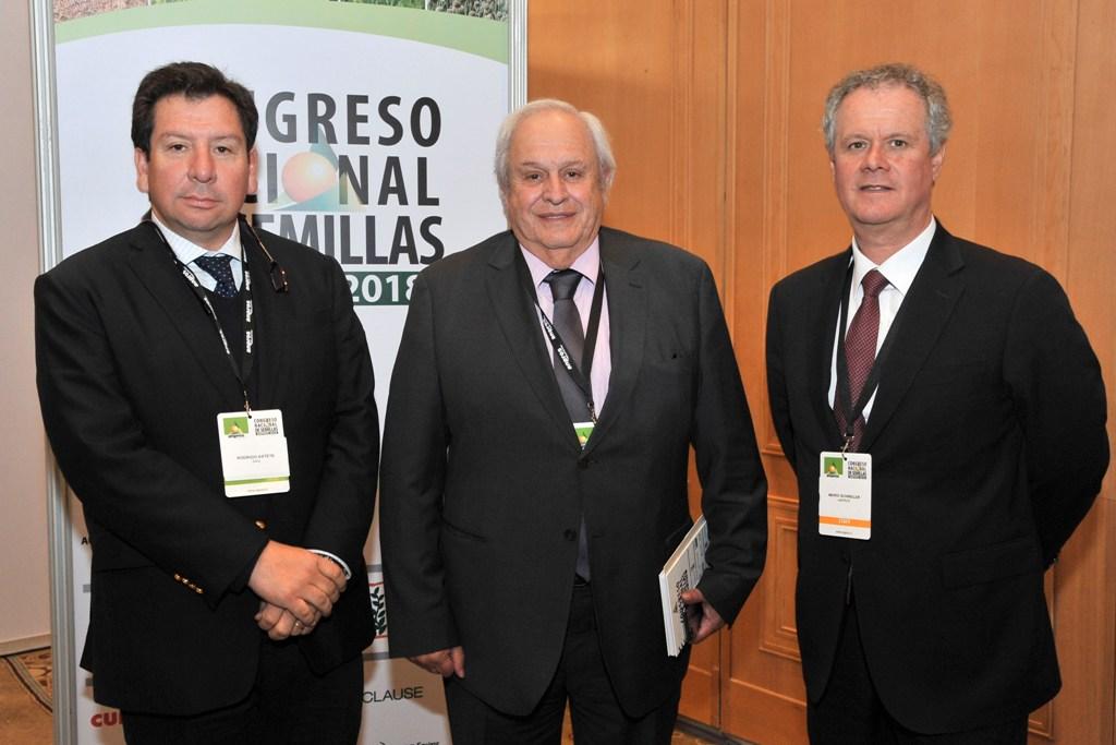SAG y ANPROS firman acuerdo de cooperación para vigilancia fitosanitaria en la industria semillera